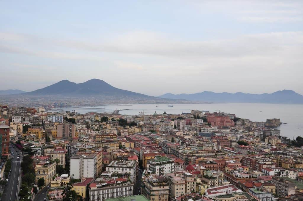 ... e sullo sfondo il Vesuvio!