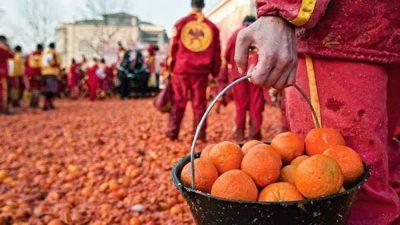 """Interviste itineranti: """"Lanciando arance al Carnevale di Ivrea"""" di Marco Lana"""