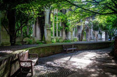 La Chiesa Saint Dunstan In The East crollata più volte e ora diventata un giardino