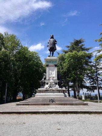 Statua di Raffaello Sanzio a Urbino