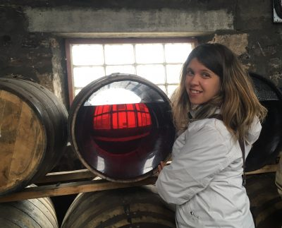 Una botte che mostra cosa avviene all'interno di una botte di whisky