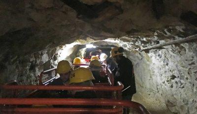 Lungo le gallerie della miniera di Prali
