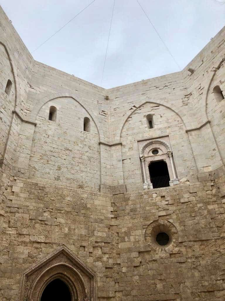 Cortile interno di Castel del Monte