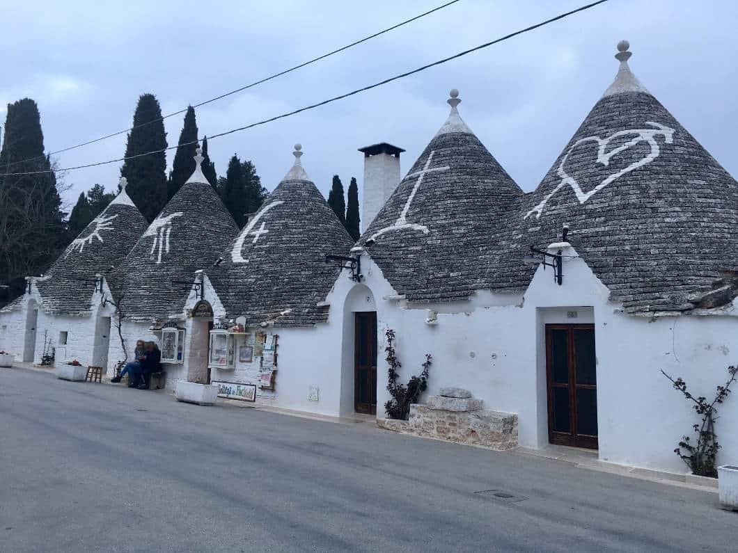 Puglia, segreti e simboli dei Trulli di Alberobello